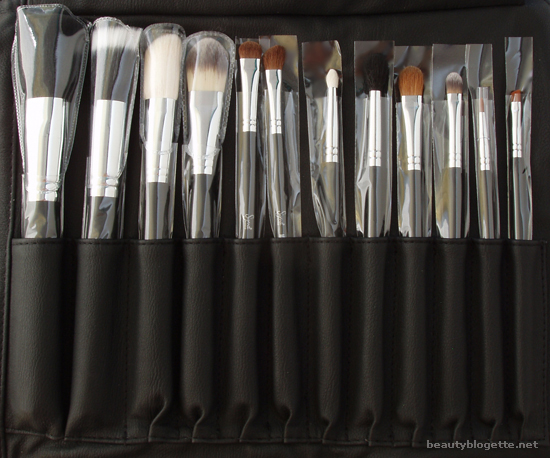 Sigma Makeup - Complete Kit with Brush Roll
