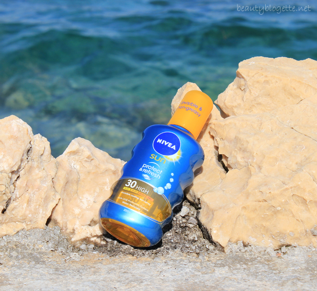 NIVEA SUN Protect & Refresh Invisible sprej SPF 30