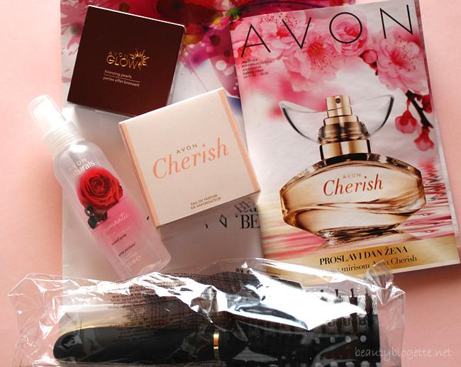 Avon Cherish parfem, Mirisna vodica Ruža i čokolada, četka za kosu s prirodnim vlaknima i Glow brončane perle